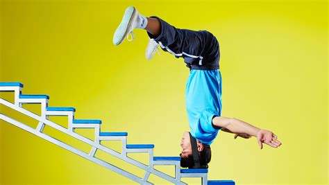 Video: Chinese man climbs stairs on his head for world