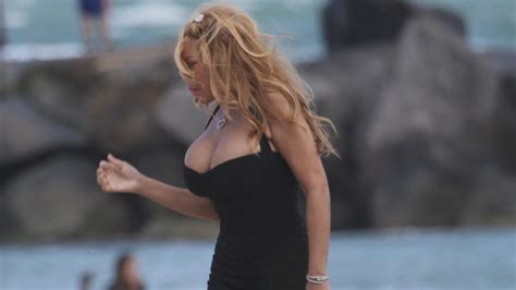 Wendy Williams Rocks Some Serious Cleavage at the Beach