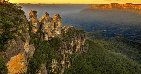 Blue Mountains and Guided Jenolan Caves Tour from Sydney