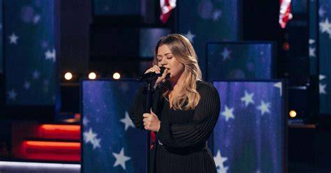 Watch Kelly Clarkson sing soulful rendition of 'America