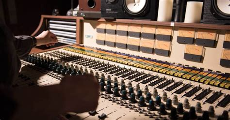 10 Tips for Recording the Old School Way | Reverb News