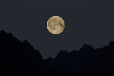 16 Signs September's Full Moon In Aries Is Already